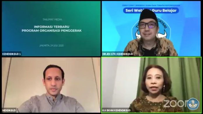 Tangkapan layar video konferensi Menteri Pendidikan dan Kebudayaan, Nadiem Makarim (sudut kiri bawah) soal informasi terbaru Program Organisasi Penggerak (POP) yang disiarkan di kanal YouTube Kemendikbud RI pada Jumat, 24 Juli 2020.