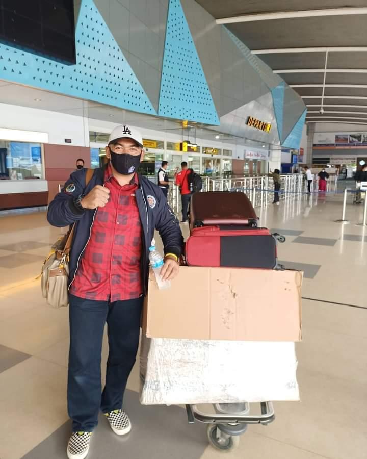 Syahrul Bayan di depan Bandara Sultan Hasanuddin Makassar bersiap terbang menuju Jakarta, Ahad (31/1/2021).