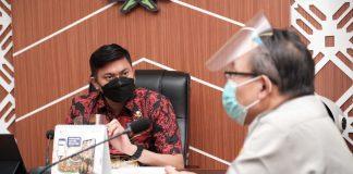 Direktur Direktorat Kesehatan Masyarakat Veteriner Kementerian Pertanian RI, Syamsul Ma'arif melakukan pertemuan dengan Bupati Gowa, Adnan Purichta Ichsan di Ruang Rapat Bupati Gowa, Kamis (28/1/2021).