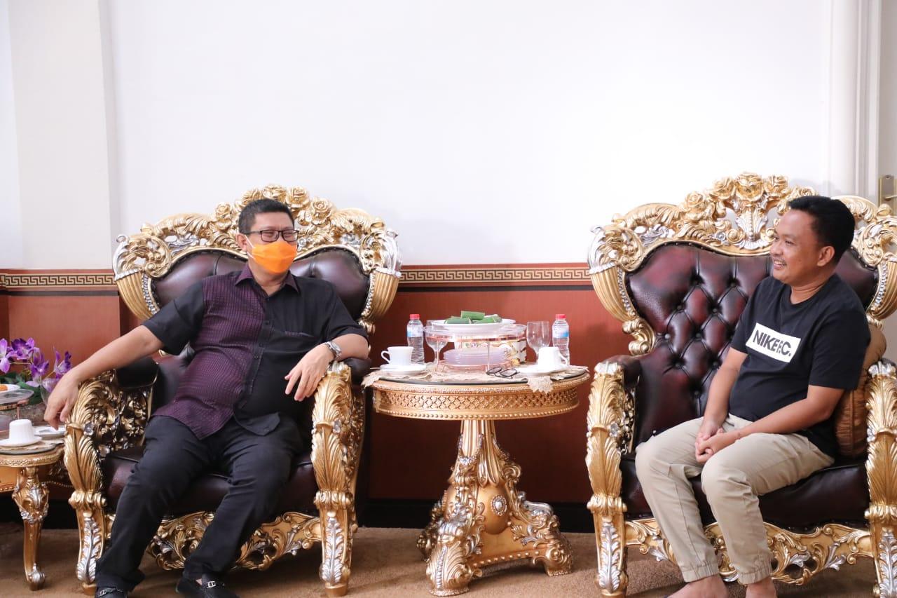 Bupati berbincang santai dengan Ketua IPSI Sulsel di rujab Bupati Bantaeng