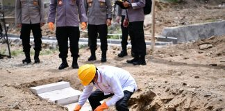 Kapolri - Gubernur Sulsel Peletakan Batu Pertama 100 Unit Huntap Bagi Korban Banjir Sulbar