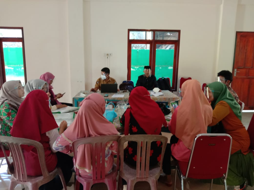 Salah satu kegiatan tim SDGs di Desa Kayu Loe