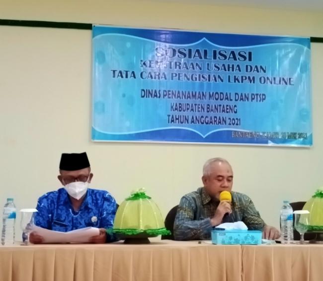 Plt. Kadis Penanaman Modal dan PTSP, H Syamsul Suli, mendampingi Wakil Bupati Bantaeng, H Sahabuddin, dalam acara Sosialisasi Kemitraan Usaha dan Tatacara Pengisian LKPM Online
